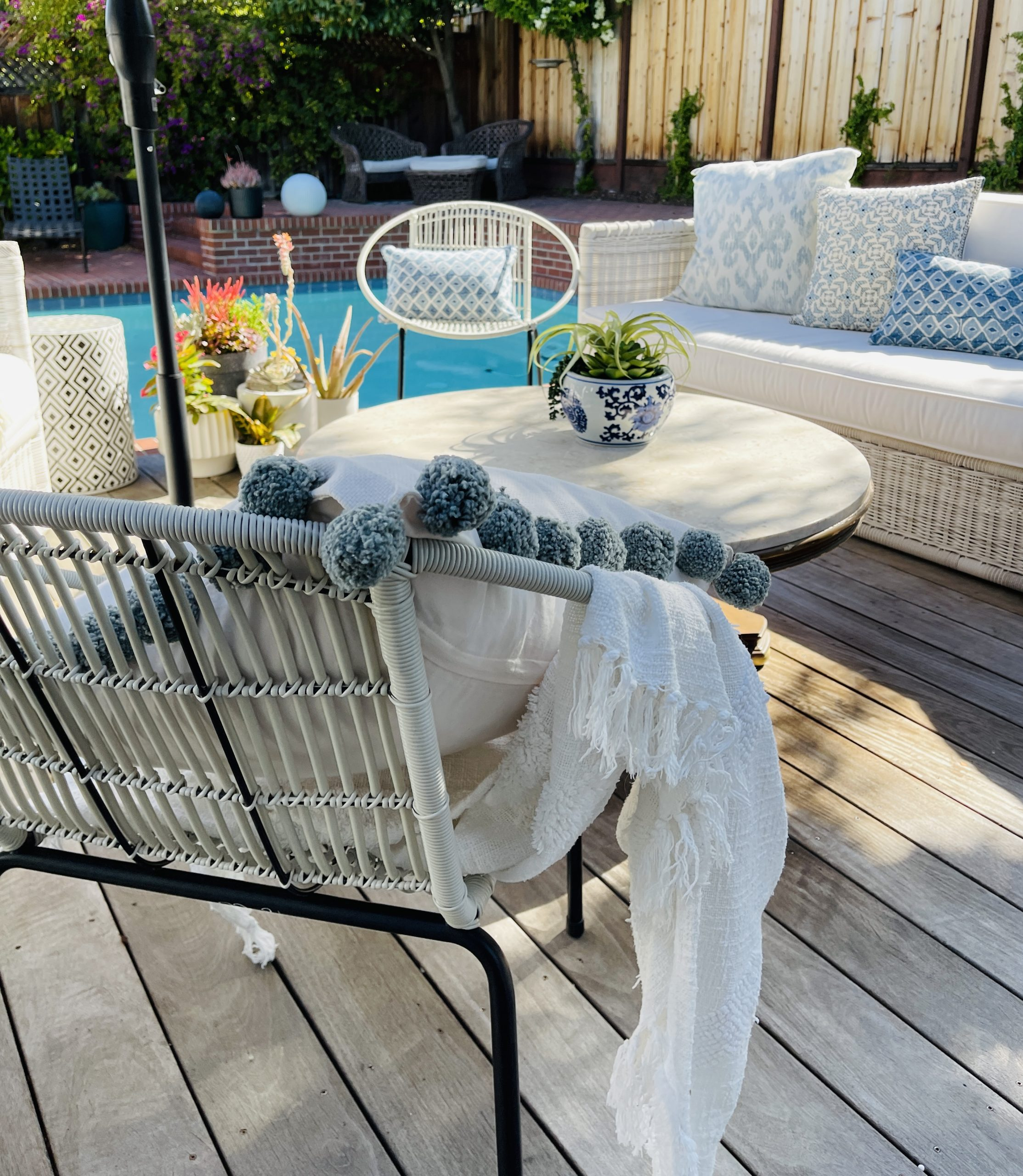 Weekend Update and Giving the Yard a Capri Vibe..Plus Daybeds.